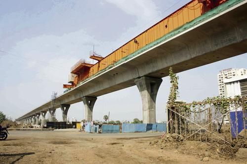 Navi Mumbai Metro - photo: Afternoon DC, used under Creative Commons License (By 2.0)