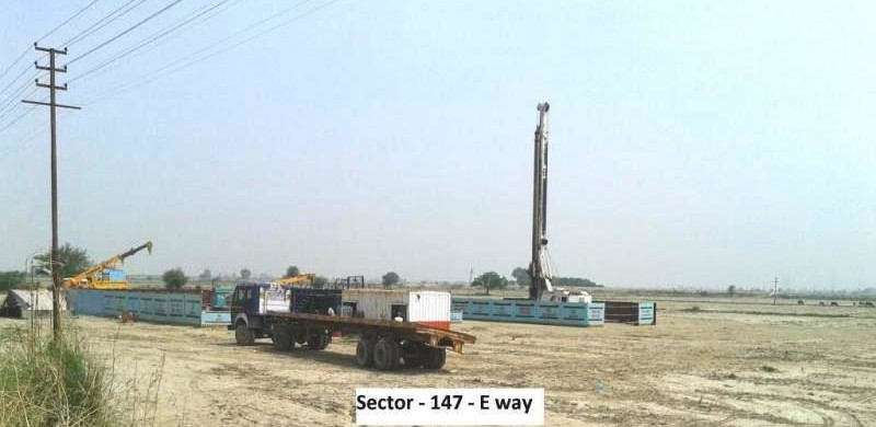 Piling work at Sector 147 - photo: Suresh2708, used under Creative Commons License (By 2.0)