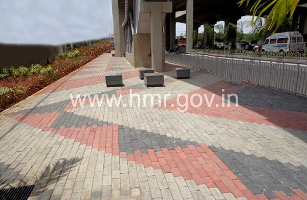 Sidewalk beneath Uppal Station with street furniture - photo: HMR