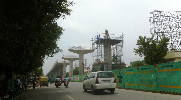 Lucknow Metro Under Construction - photo: Mehar, used under Creative Commons License (By 2.0)