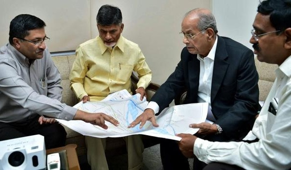 E Sreedharan with N. Chandrababu Naidu and others - Photo Copyright: Rail News Center