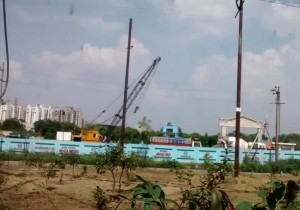 Piling work for Noida's new metro line to Greater Noida at Sector 143 - Photo Copyright: Flat911