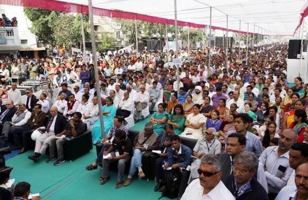 Anandiben Patel inaugurating the start of work - Photo Copyright: Gujarat Information
