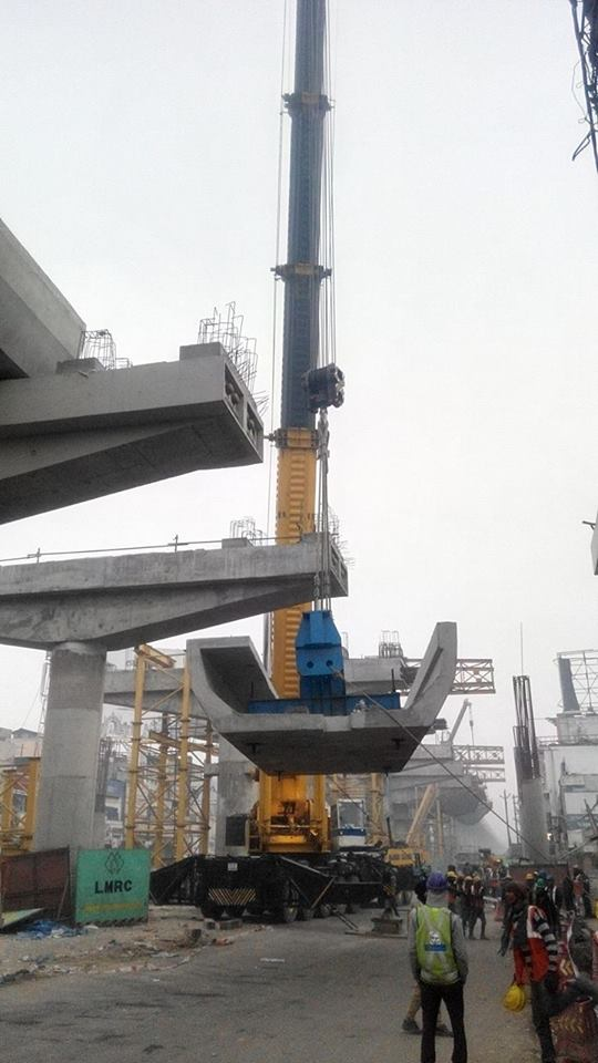 A U-girder being erected using only 1 crane! - Photo Copyright: Yatendra Raghav