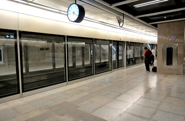 Platform Screen Doors on Delhi's Airport Exp line – Photo Copyright: Newkem