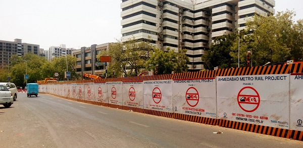 metro rail boon or a curse Now, bringing delhi's metro rail into gurgaon and ghaziabad is going to cost  « gurgaon sealings – a boon for residents or curse for traders.