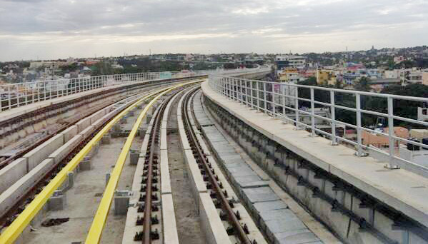 Bangalore Metro 3rd Rail System - photo: Imgarcade, used under Creative Commons License (By 2.0)