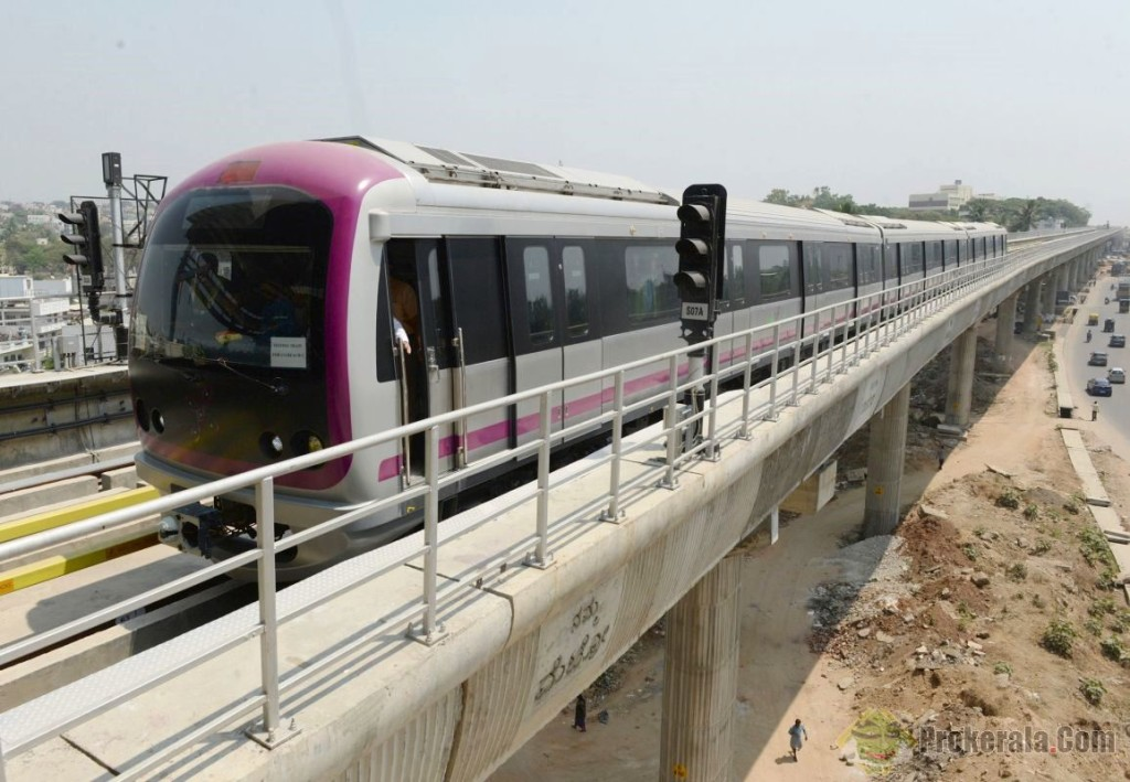 Bangalore Metro Trial Run - photo: Pro Kerala, used under Creative Commons License (By 2.0)