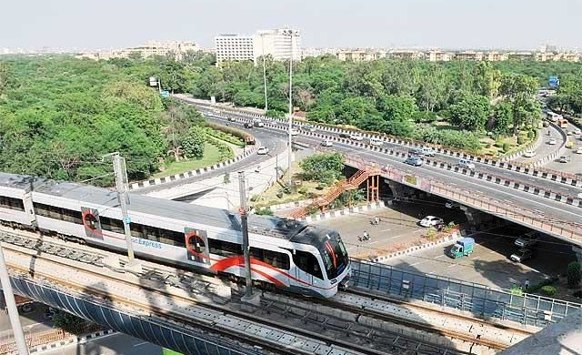 Delhi Metro at Dhaula Kuan - photo: Economic Times, used under Creative Commons License (By 2.0)