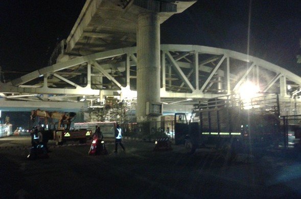 Pink Line Steel Bridge Being Pushed- photo copyright: DMRC