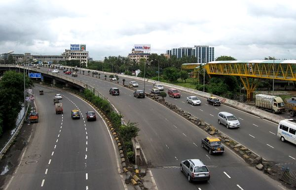 Western Express Highway - photo: Wikimedia, used under Creative Commons License (By 2.0)