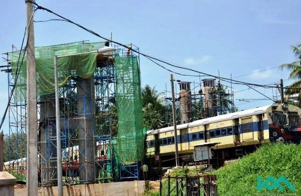 Crossing over the SR's tracks - Photo Copyright: Kochi Metro Rail