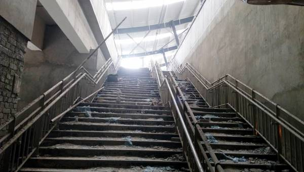 Stairs leading to the platform level - Photo Copyright: Kaushaleshwar Chauhan