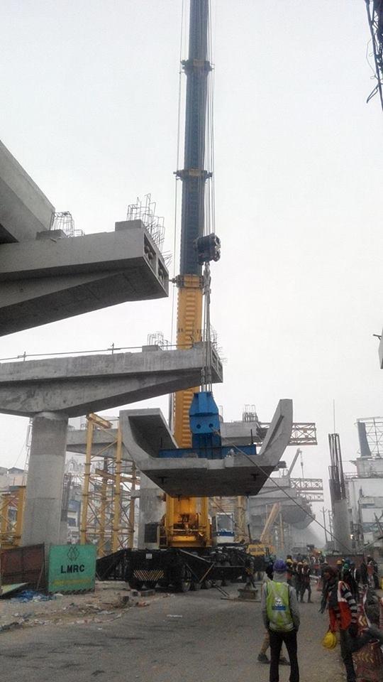 A U-girder being erected using only 1 crane! - Photo Copyright: Yatendra Raghav