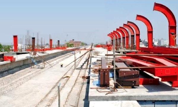 Roof work at Krishna Nagar station - Photo Copyright: Navbharat Times
